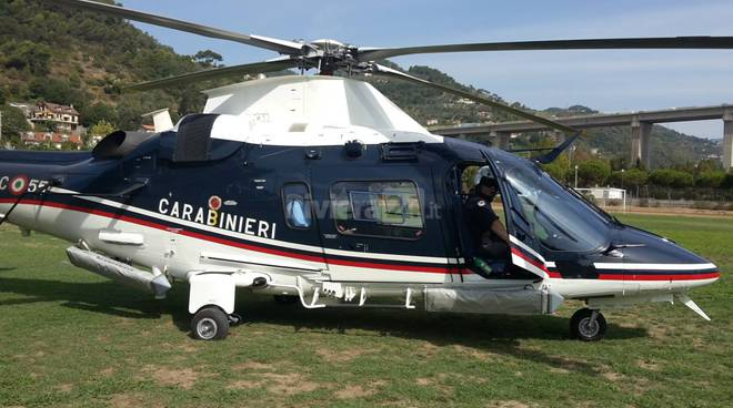 Da Albenga a Ventimiglia, l'elicottero dell'Arma dei Carabinieri vigila per la nostra sicurezza
