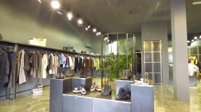 size 40 d6af6 b4709 Bordighera, nuova boutique Tinta Tienda nel cuore di corso ...