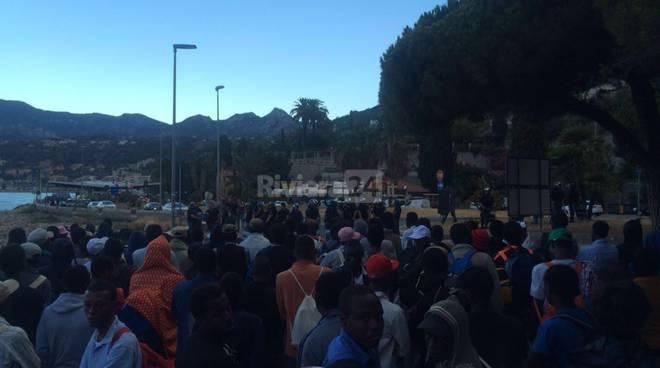 riviera - celere no borders migranti frontiera ponte san luigi polizia carabinieri