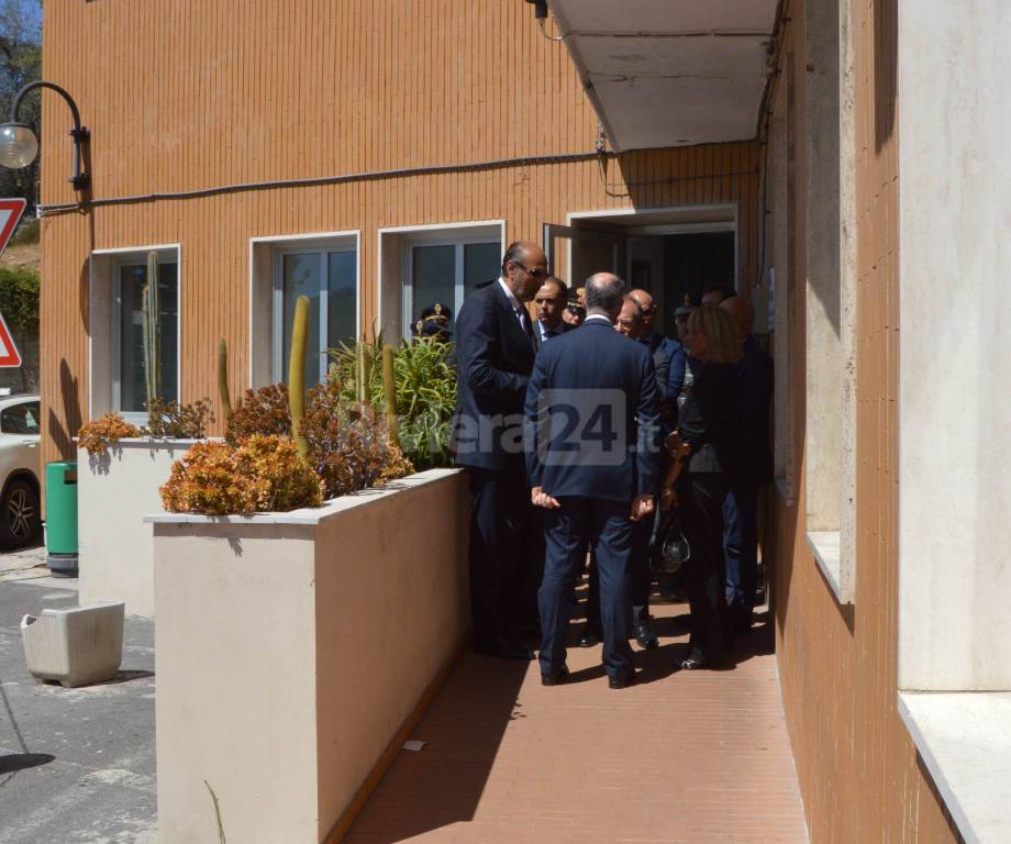 riviera - Il Capo della Polizia Gabrielli alla camera mortuaria dell'ospedale di Sanremo