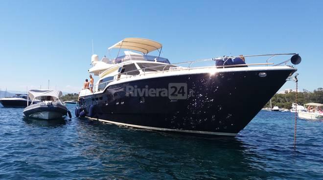 L 39 hotel parigi e la sua cucina salpano a bordo degli yacht for Il canotto a bordo degli yacht