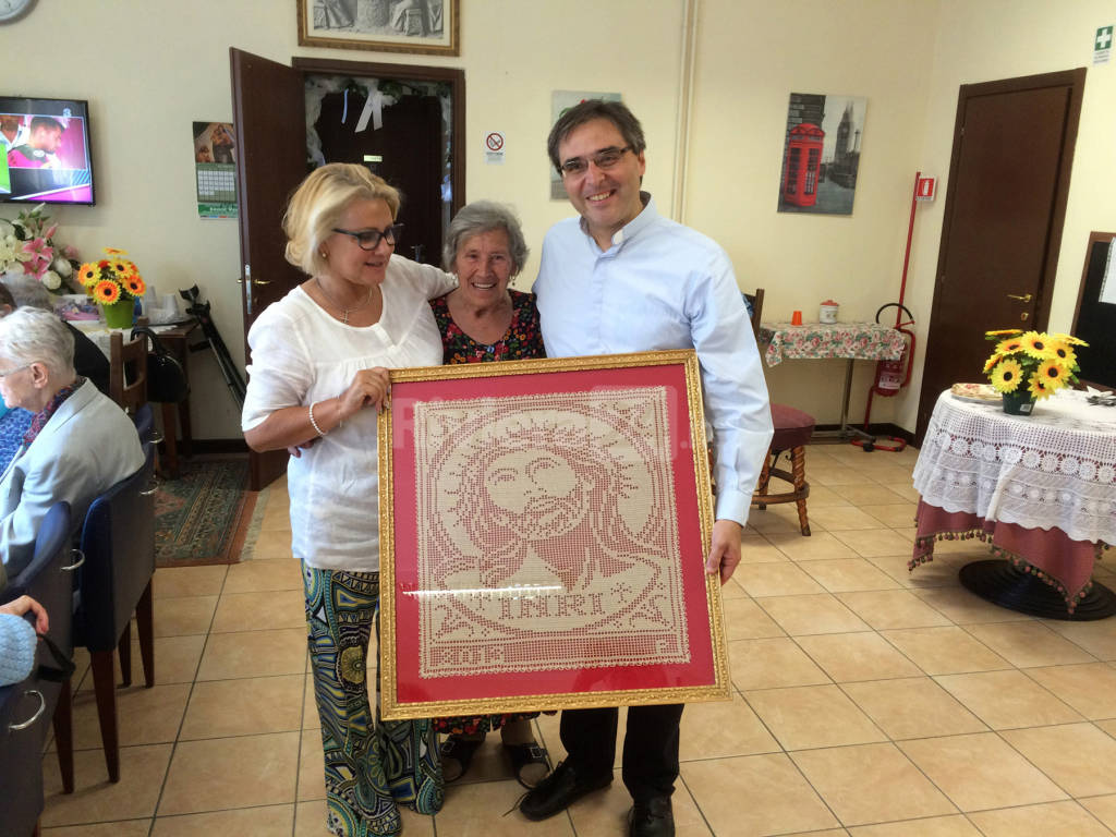 riviera24 - Aperta la Porta Santa dal parroco Don Ferruccio Bortolotto