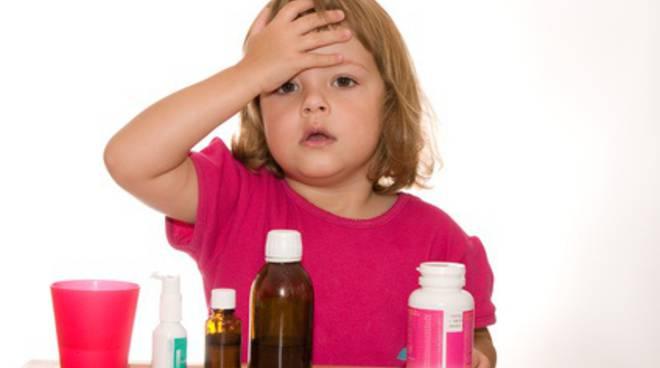 riviera24 - bambina medicinali medicina