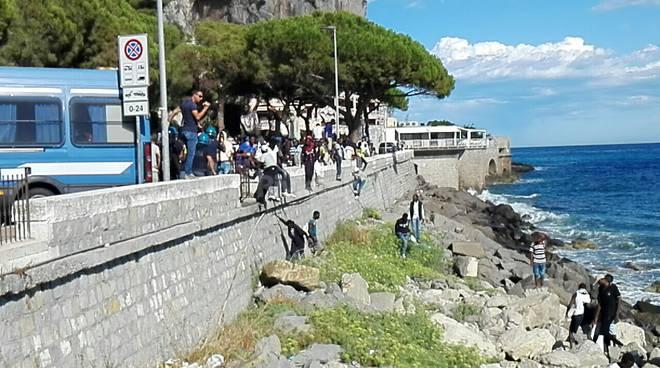 riviera24 - migranti celere agosto 2016