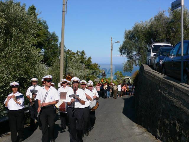 riviera24 - Processione con banda a Diano