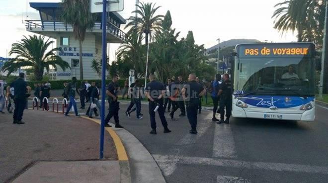 riviera24 - sgombero migranti mentone polizia francese