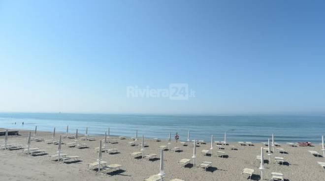 Riviera24 - spiaggia vuota generica