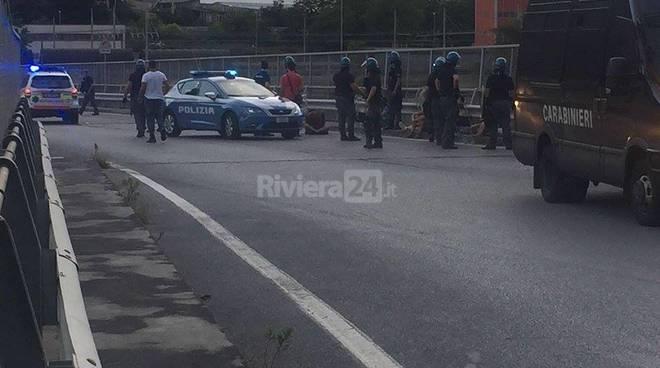 Riviera24 - Ventimiglia, Parco Roja, scontri polizia e no borders