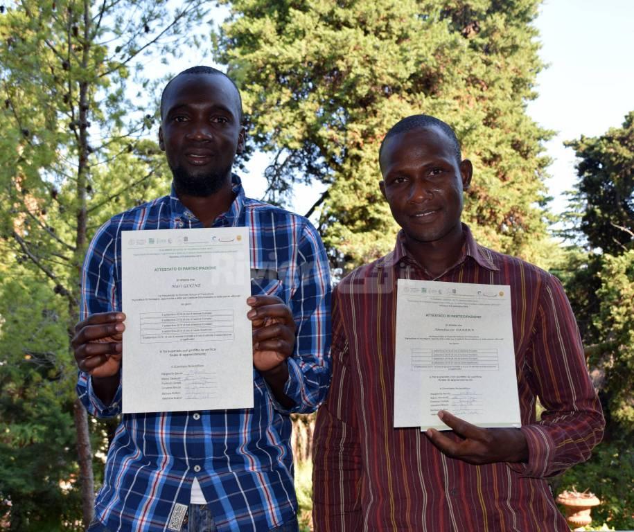 Consegna attestati richiedenti asilo istituto floricoltura