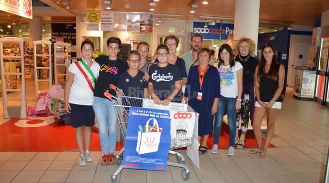 riviera24 - Iniziativa solidale 'Una mano per la scuola'