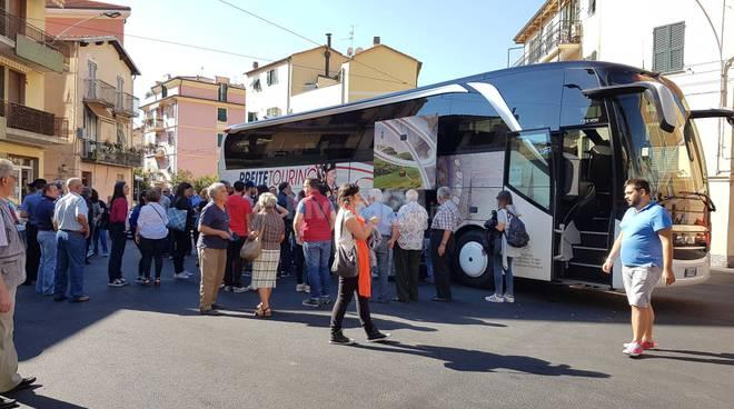 riviera24 - Taggia accoglie i Verbicaresi: arrivati in mattinata in piazza Garibaldi
