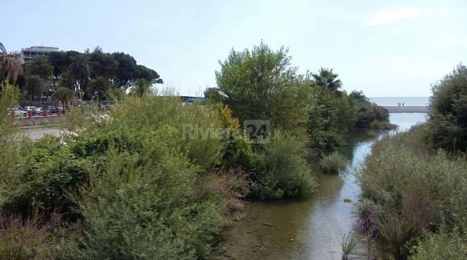 riviera24 - Ventimiglia, pulizie straordinarie in centro e sfalcio d'erba nelle frazioni