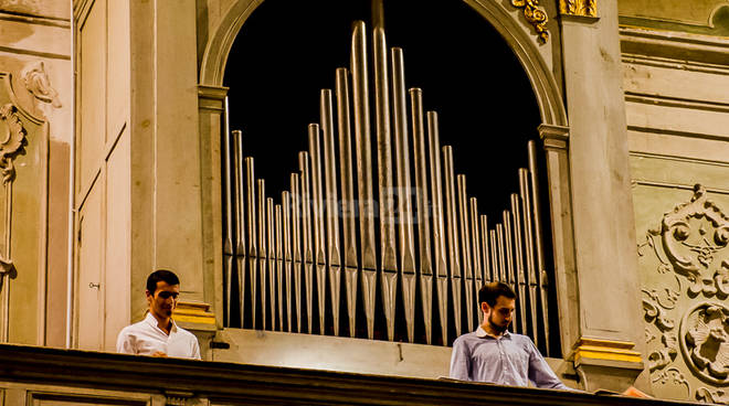 riviera24 - Ieri a Cervo concerto dedicato ai bambini colpiti dal terremoto dello scorso 24 agosto