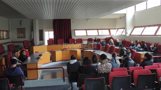 riviera24 - taggia, genitori in comune per sottoscrizione campetto tra le scuole