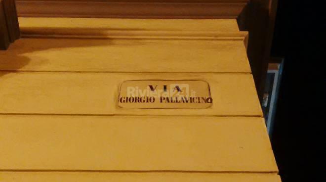 Via Pallavicino, la via con l'errore e con le serrande abbassate