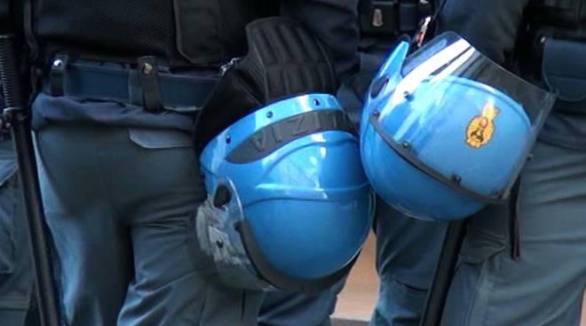 polizia caschi