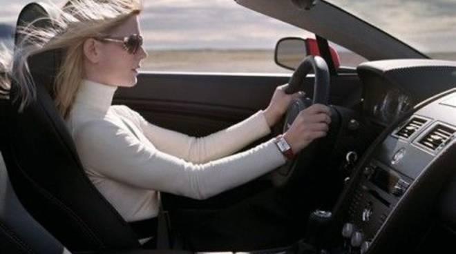 riviera24 - Abitudini degli italiani al volante