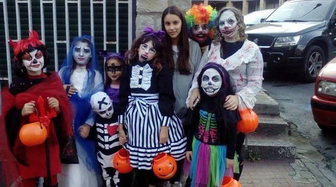 Halloween Gruppo.Dolcetto O Scherzetto A Sanremo Acclamato Un Gruppo Di Fanciulle