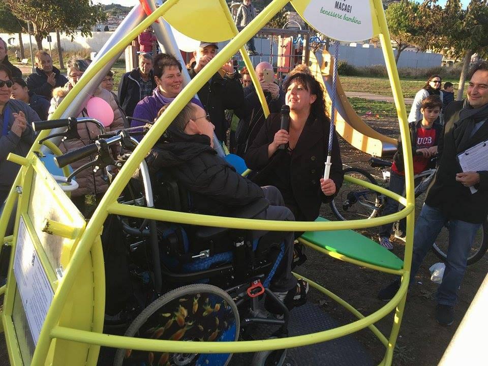 riviera24 - inaugurazione altalena per disabili a imperia parco urbano