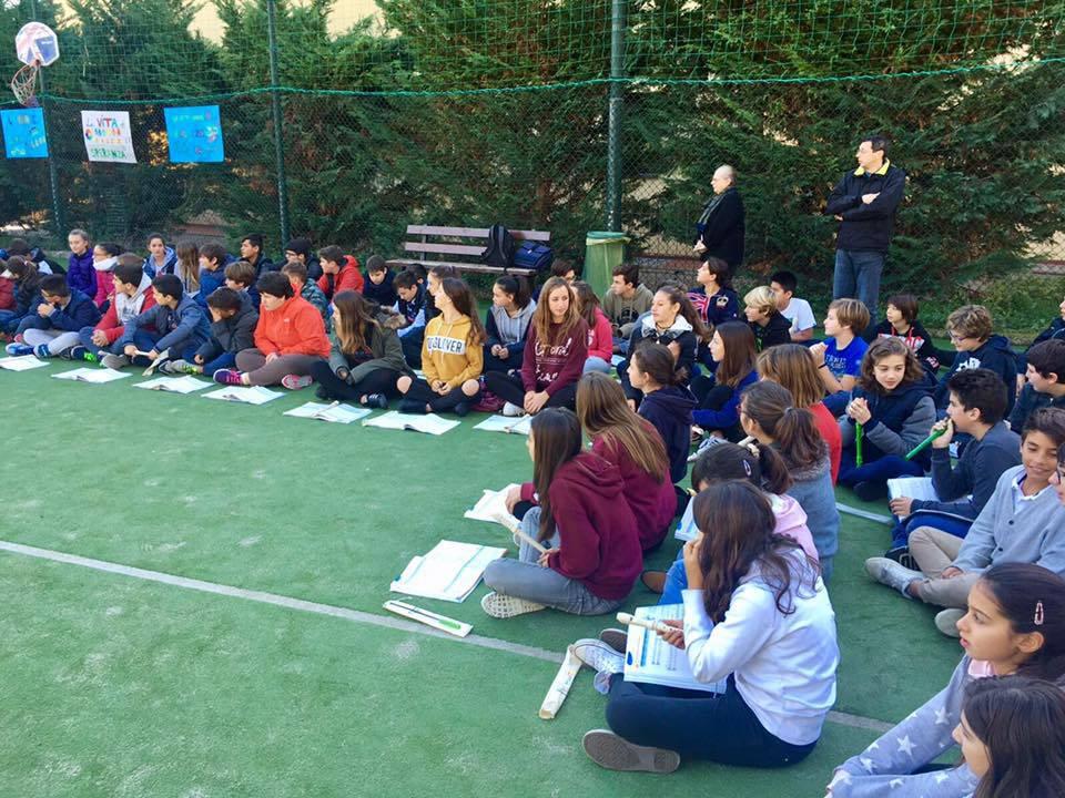 riviera24 - incontro tra vescovo suetta e alunni scuola riva ligure