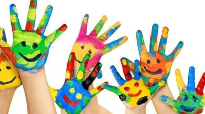 Risultato immagini per mani bambini