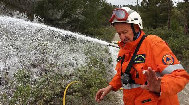 riviera24 - Nido di vespe velutine a Perinaldo