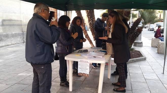 riviera24 - raccolta firme comitati di quartiere no ai centri di accoglienza migranti