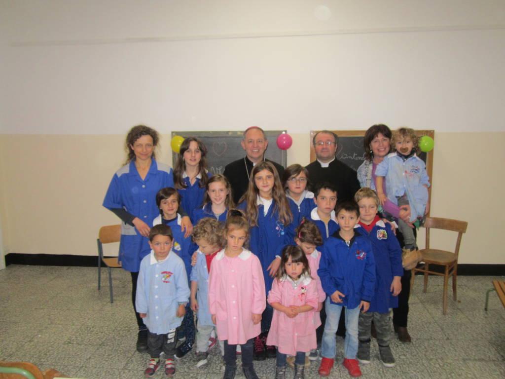 riviera24 - Visita pastorale del vescovo Antonio Suetta a Triora