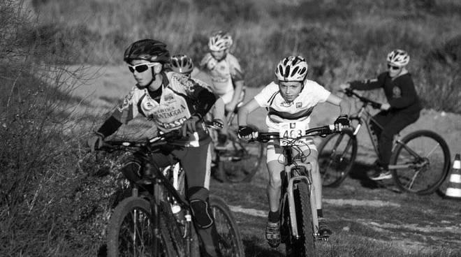 Allenamento in mountain bike per salutare l'anno