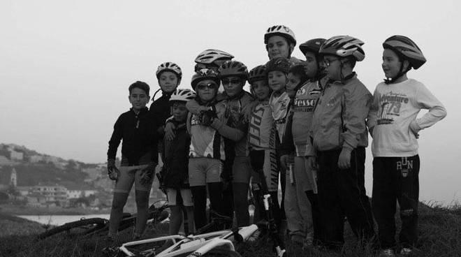 ciclisica arma di taggia, allenamento in mountain bike per salutare il 2016