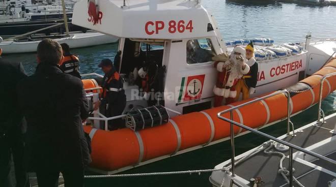 riviera24 - A Sanremo Babbo Natale arriva dal mare