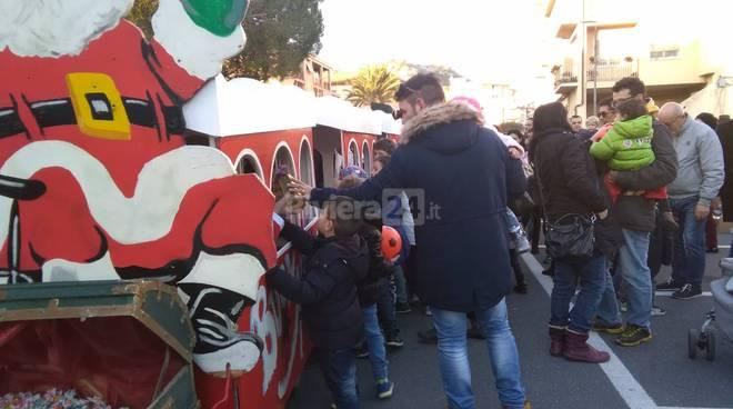 riviera24 - Babbo Natale sbarca a Vallecrosia