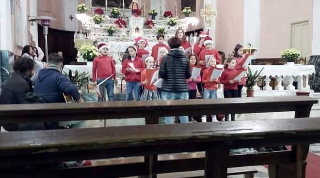 riviera24 - concerto di natale dei bambini delle scuole a castellaro