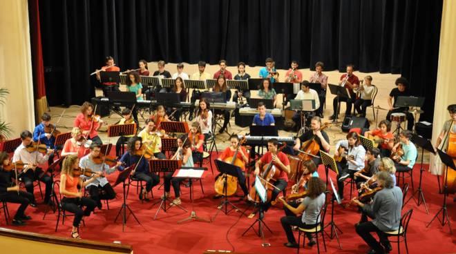 """riviera24 - Coro """"Troubar Clair"""" e Giovane Orchestra della Riviera dei Fiori """"Note Libere"""""""