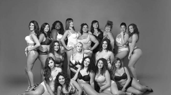 Riviera24 - Simona Tassone nel calendario Beautiful Curvy 2017