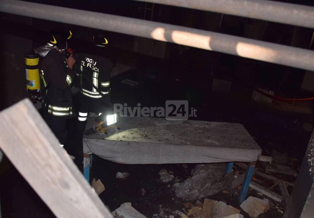 A fuoco scantinato a Villa Mercede, vigili del fuoco e carabinieri sul posto