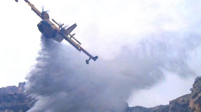 Canadair O Elicottero : L entroterra di imperia nella morsa del fuoco tre