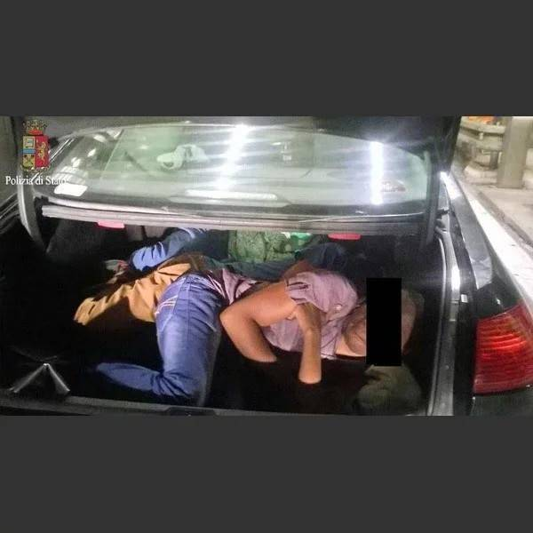 Migranti stipati in furgoni