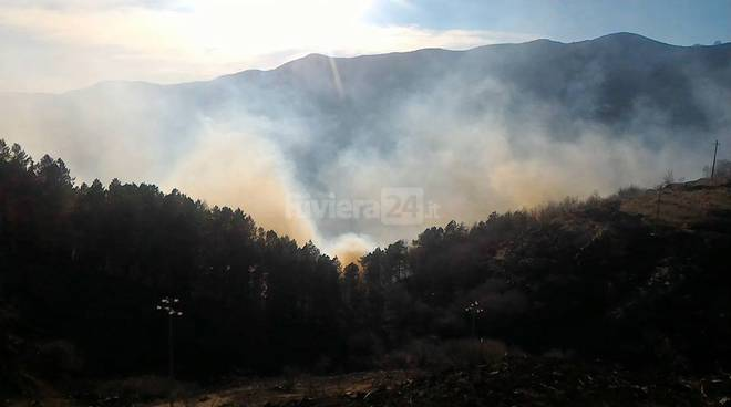 riviera24 - Incendio in valle Arroscia