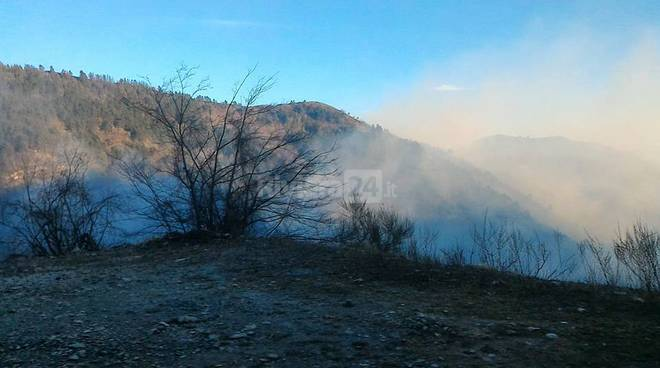riviera24 - Incendio in valle Arroscia