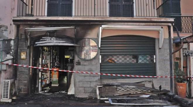 incendio farmacia nuvoloni riva ligure