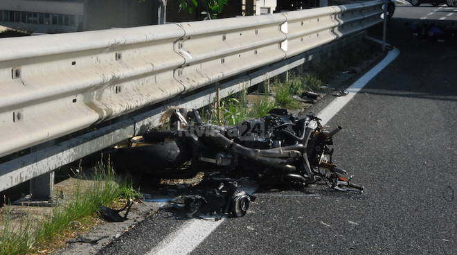 Incidente stradale due moto cavalcavia Roverino