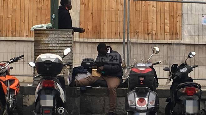 Migranti in stazione a ventimiglia