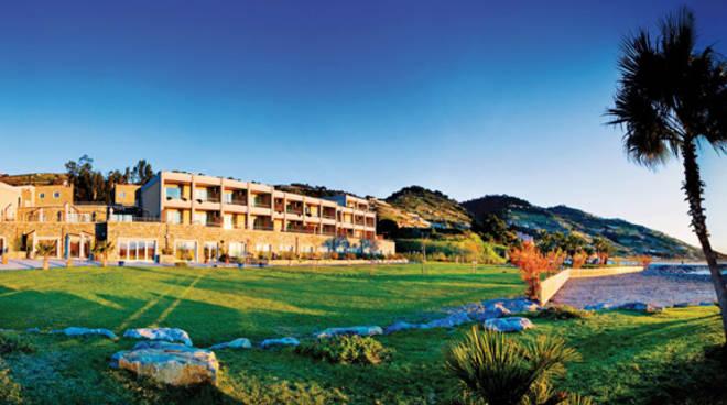 riviera24 - Aregai Marina Hotel & Resort