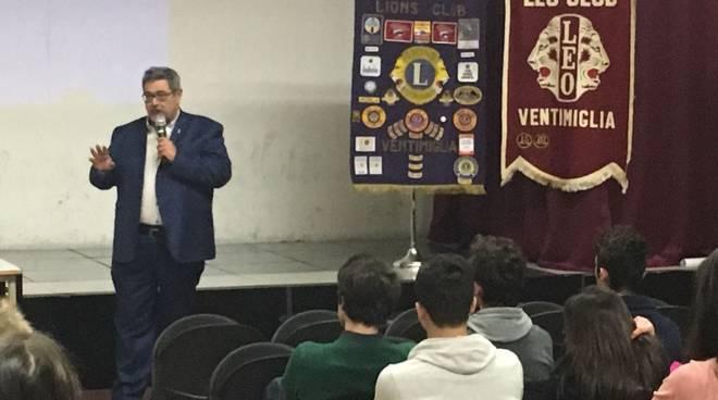 riviera24 - Lions e LILT insieme contro i tumori al Liceo Aprosio