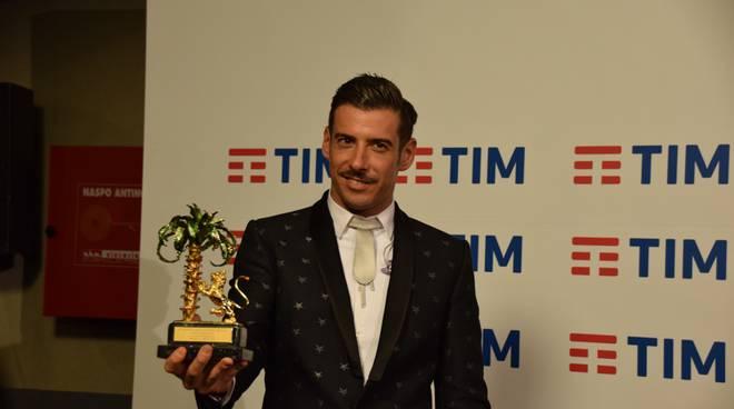 #sanremo2017, Francesco Gabbani incoronato vincitore