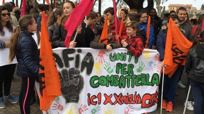 """Da Ventimiglia si alza la voce degli studenti: """"No alla mafia, si alla legalità"""""""