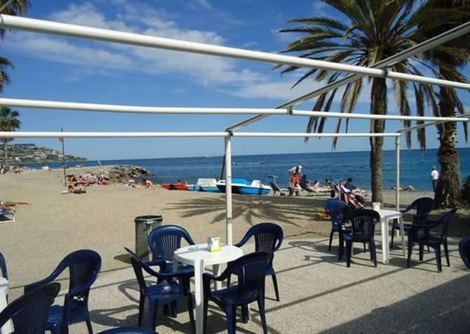 riviera24 -  Spiaggia dell'antenna Sanremo