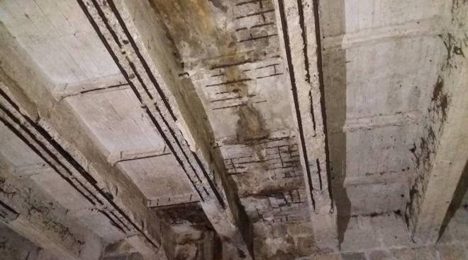 Sanremo foto nel torrente san Romolo e deterioramento travi portanti