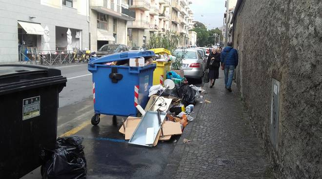 spazzatura via schiva
